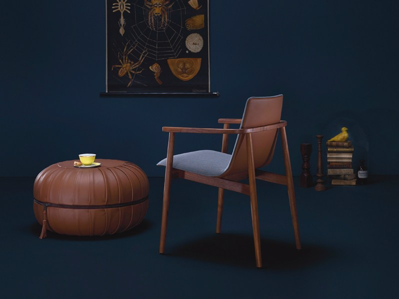 gepolsterter stuhl aus stoff mit armlehnen jana by freifrau design birgit hoffmann. Black Bedroom Furniture Sets. Home Design Ideas