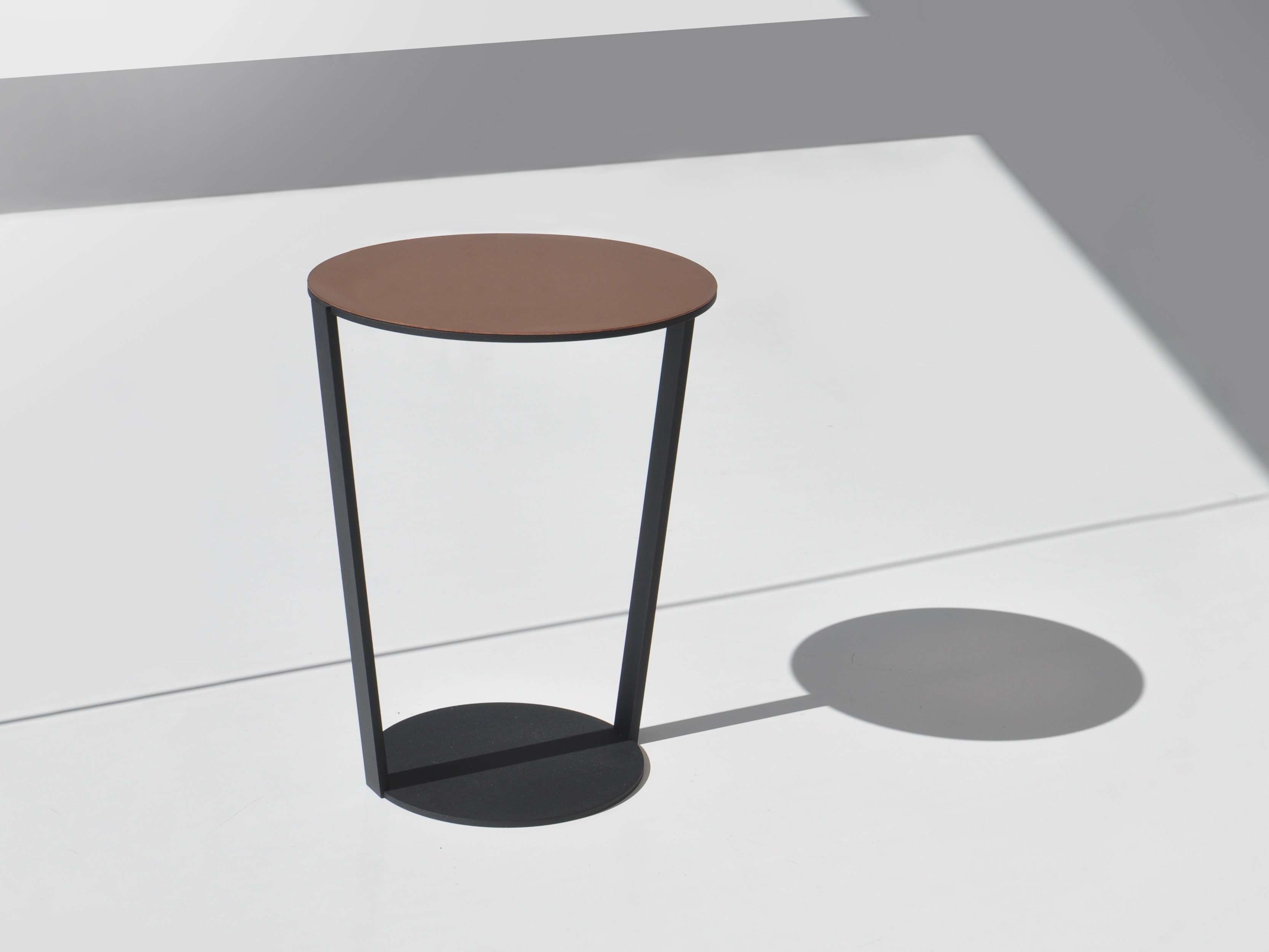 Table d 39 appoint ronde around by bensen - Table ronde d appoint ...
