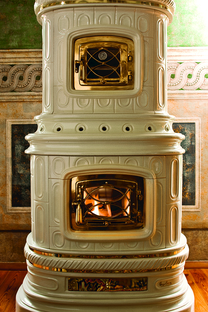 Wood Burning Ceramic Stove With Thermal Accumulation