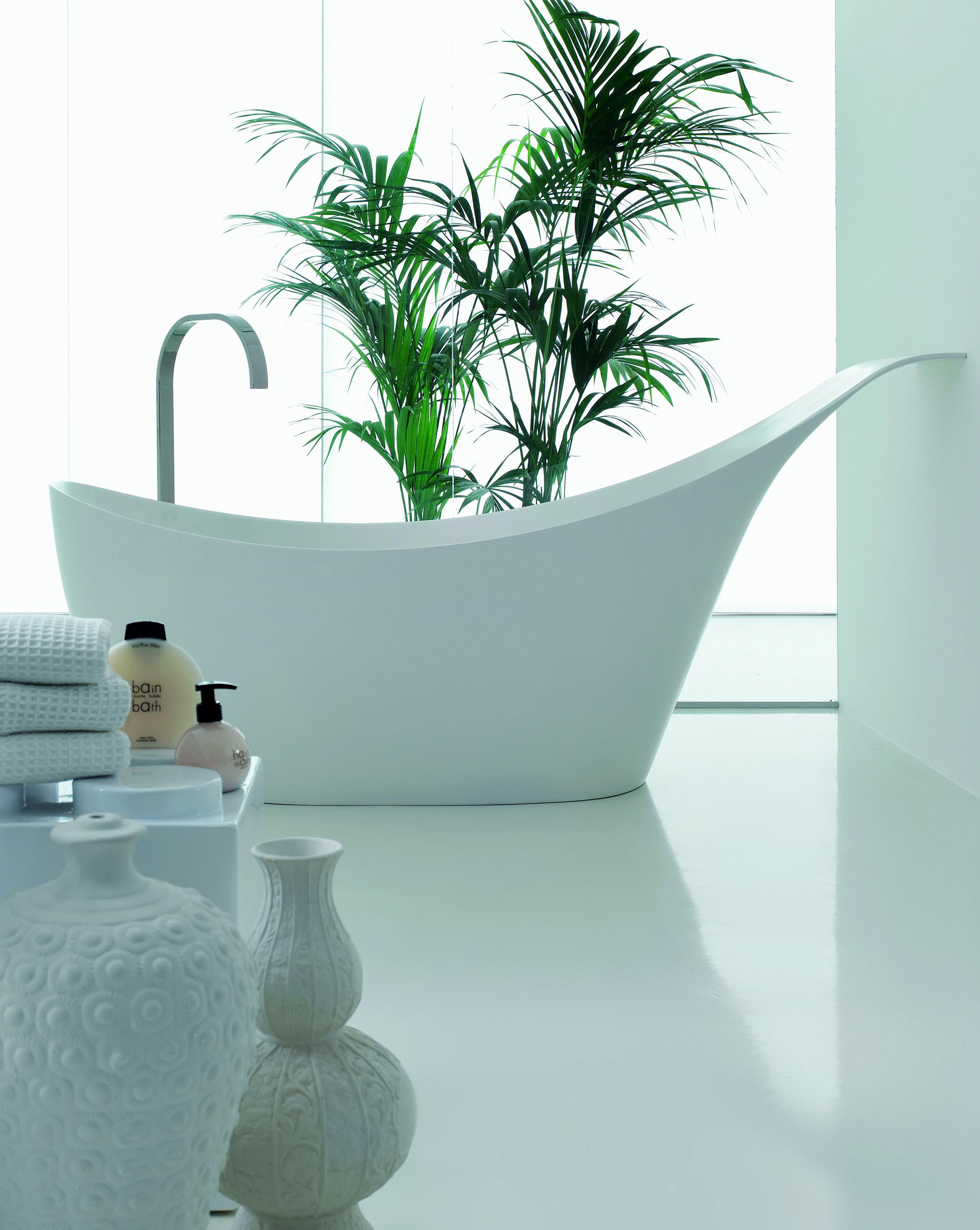 Badewanne aus cristalplant love by novello design arter for Badewannen hersteller liste