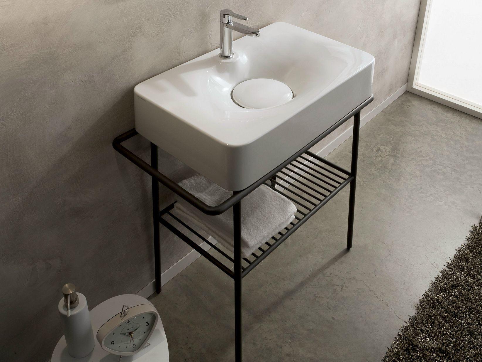 Lavabo da appoggio in ceramica con porta asciugamani for Consolle per lavabo da appoggio