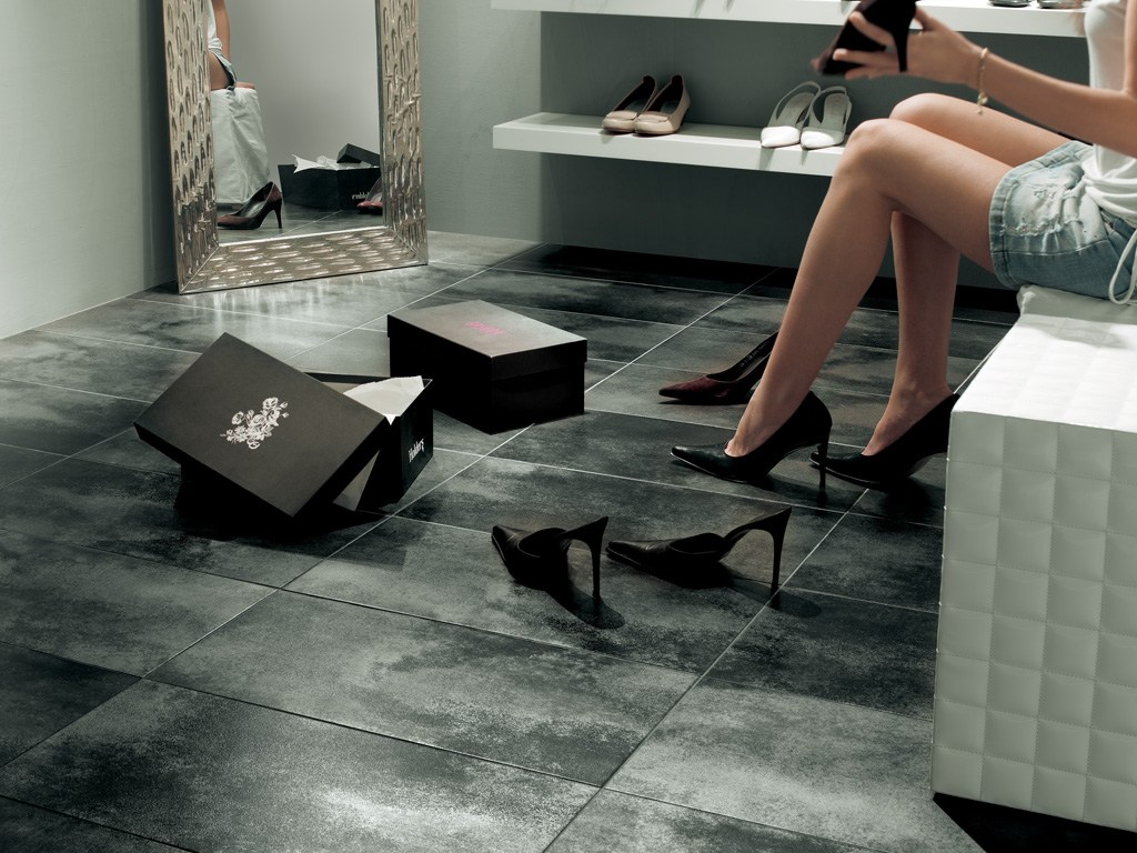 Rivestimento pavimento in gres porcellanato metallika by for Decorazioni pavimenti interni