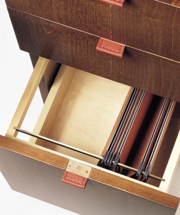 Rechteckiger schreibtisch aus holz mit schubladen for Schreibtisch holz mit schubladen
