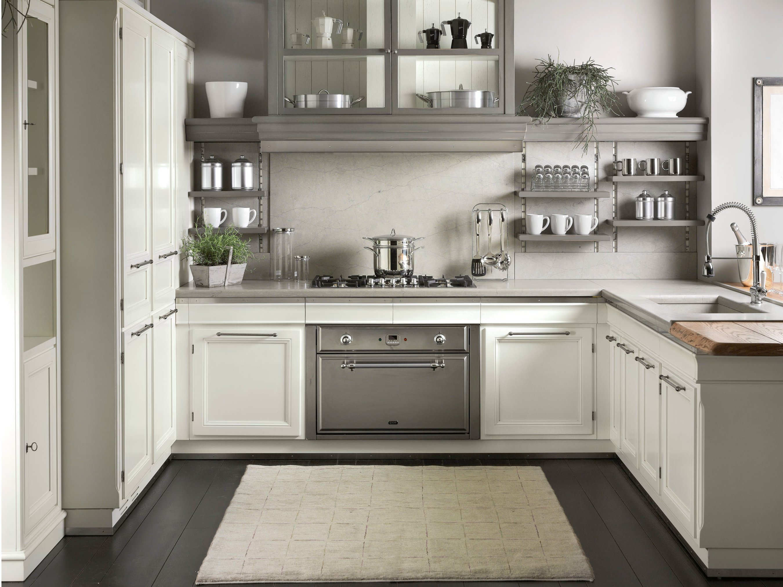 Cucina laccata con penisola living light by l 39 ottocento for Grey and white country kitchen
