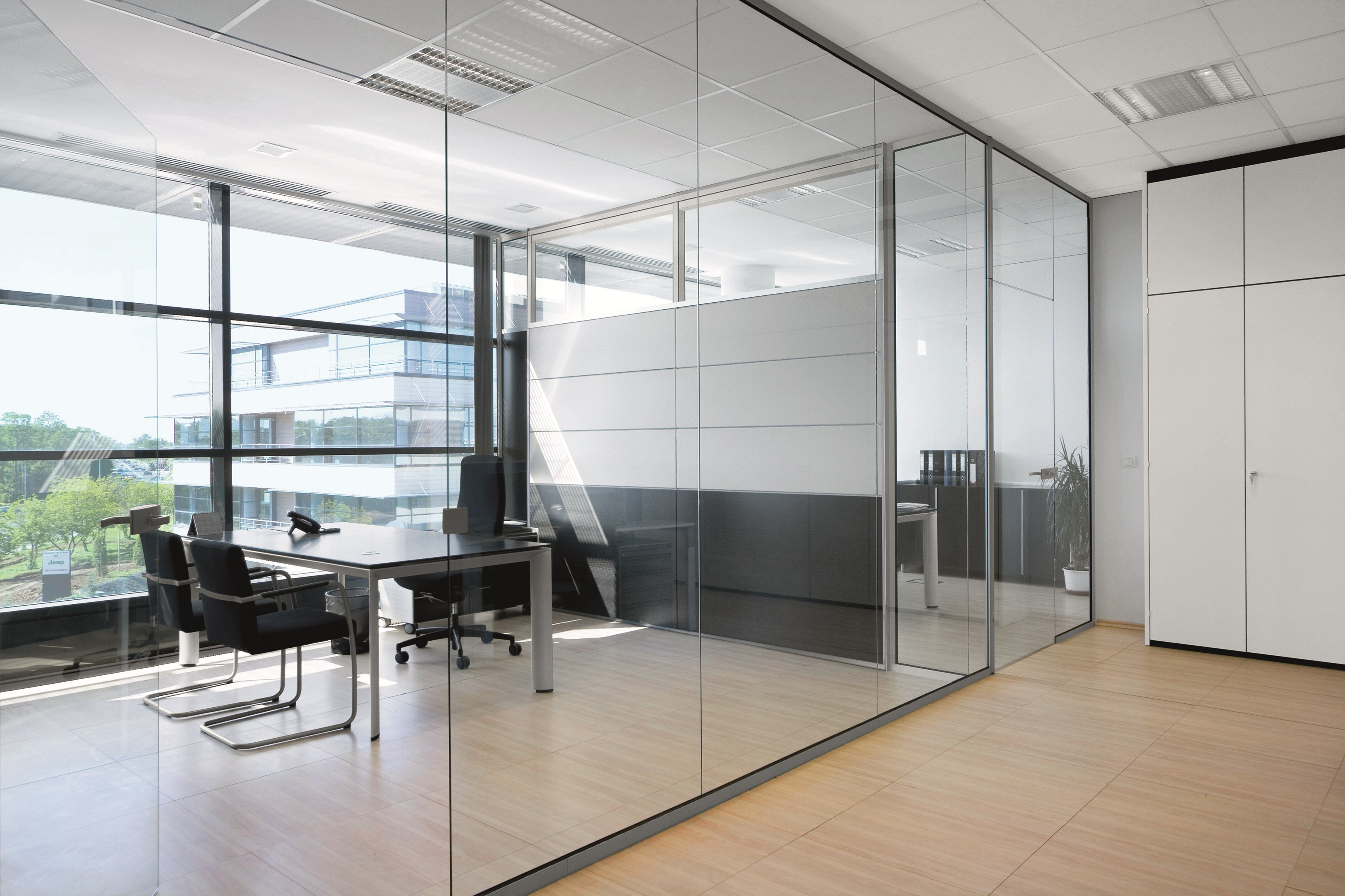 Glass office partition rg glass wall by bene design for Glass walls