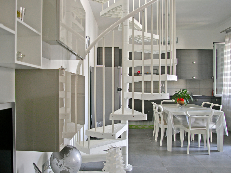 Escalera de caracol en tecnopol mero techne linear by for Escaleras fontanot