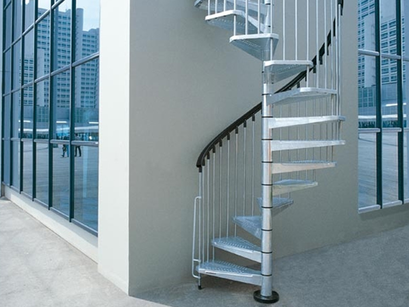 Escalera de caracol en acero para exterior klio zink by for Escaleras de exterior