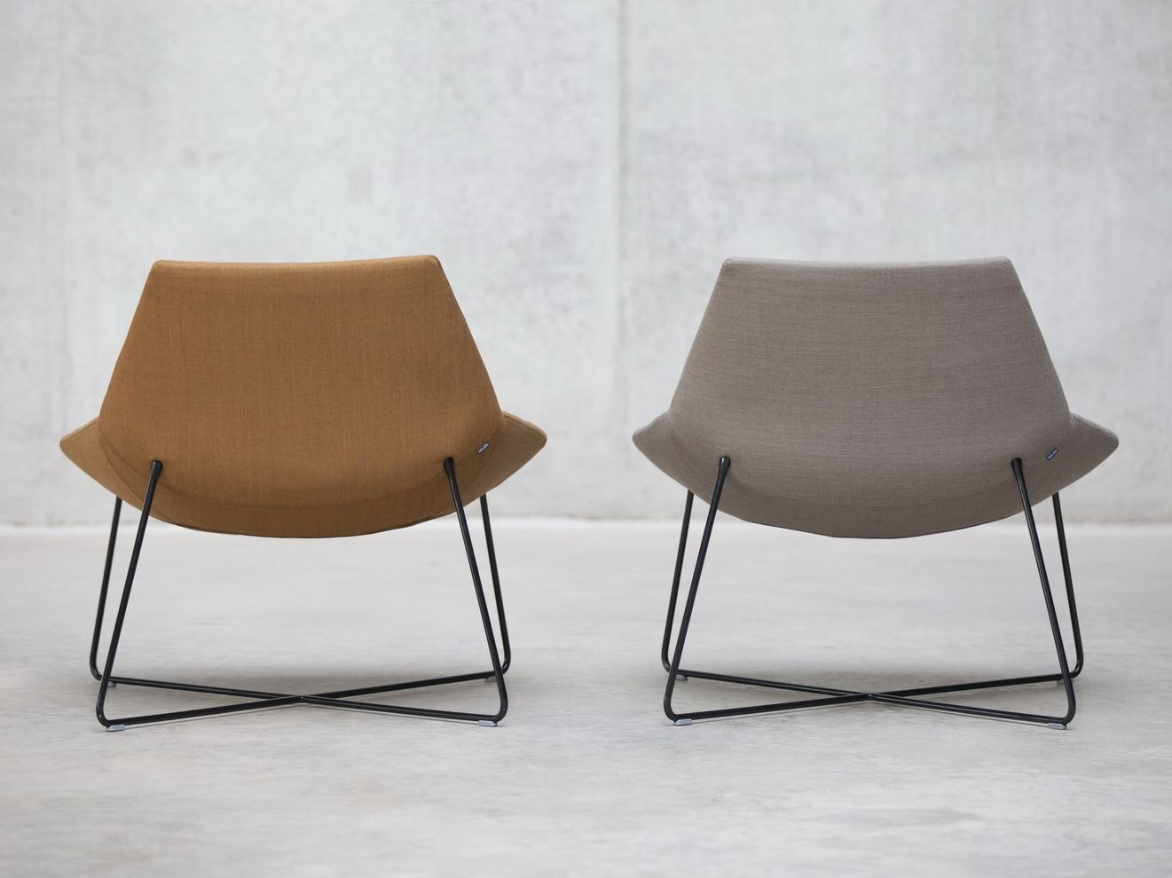 Dunas petit fauteuil by inclass mobles design christophe pillet for Petit fauteuil salon design