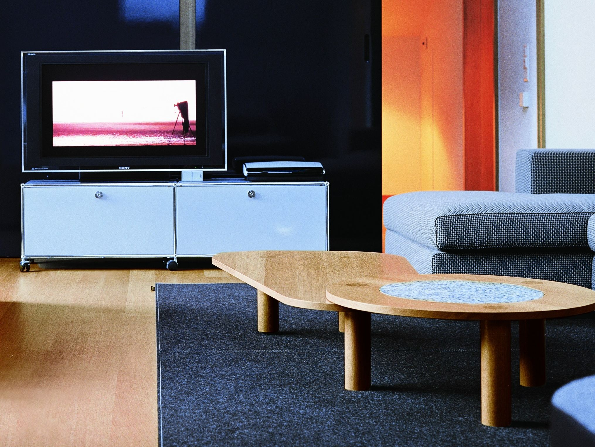 usm haller entertainment unit tv m bel aus metall by usm modular furniture design fritz haller. Black Bedroom Furniture Sets. Home Design Ideas