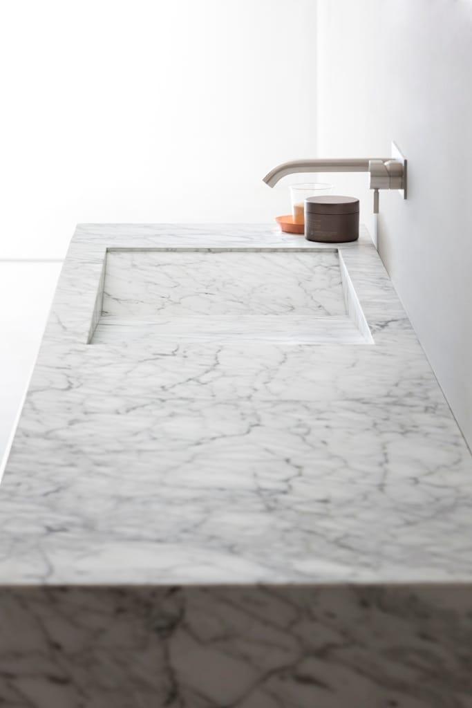 D TAGLIO Carrara marble washbasin by Rexa Design design Susanna Mandelli # Wasbak Marmer_024341