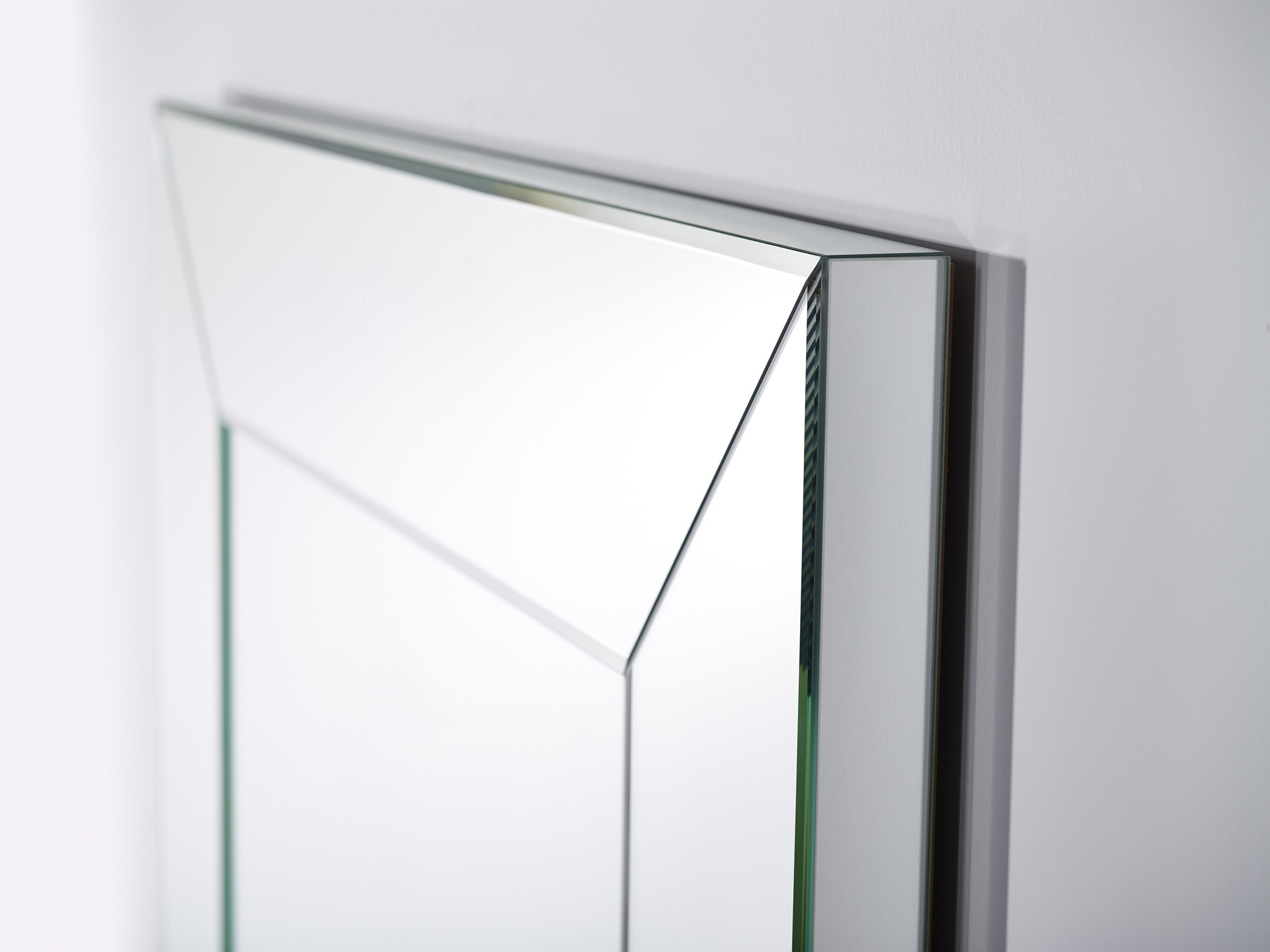 Sempre miroir de style contemporain by deknudt mirrors for Miroir mural rectangulaire sans cadre