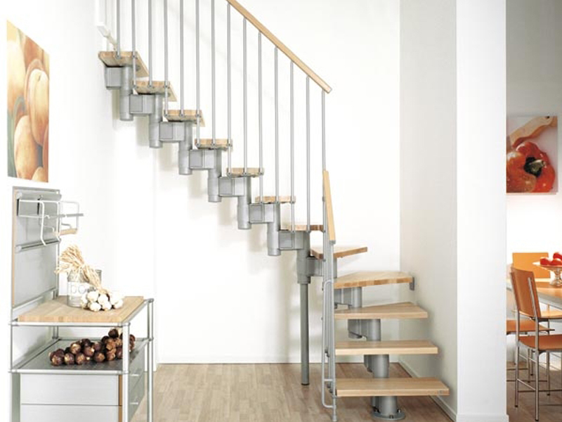 Escalier ouvert en bois massif en kit kompact by fontanot spa - Escalier ouvert salon ...