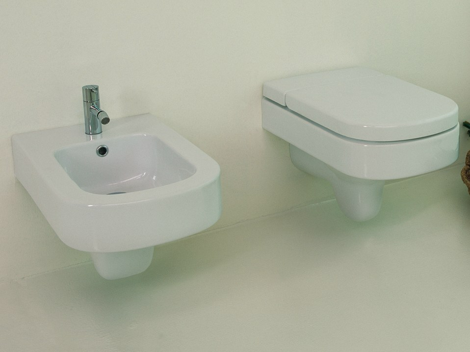 Wellcome bidet in ceramica by rapsel design matteo thun for Architec bidet sospeso