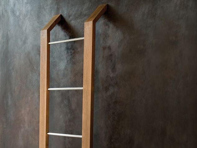 Towel racks porte serviettes by karpenter design hugues - Porte serviette sur pied en bois ...