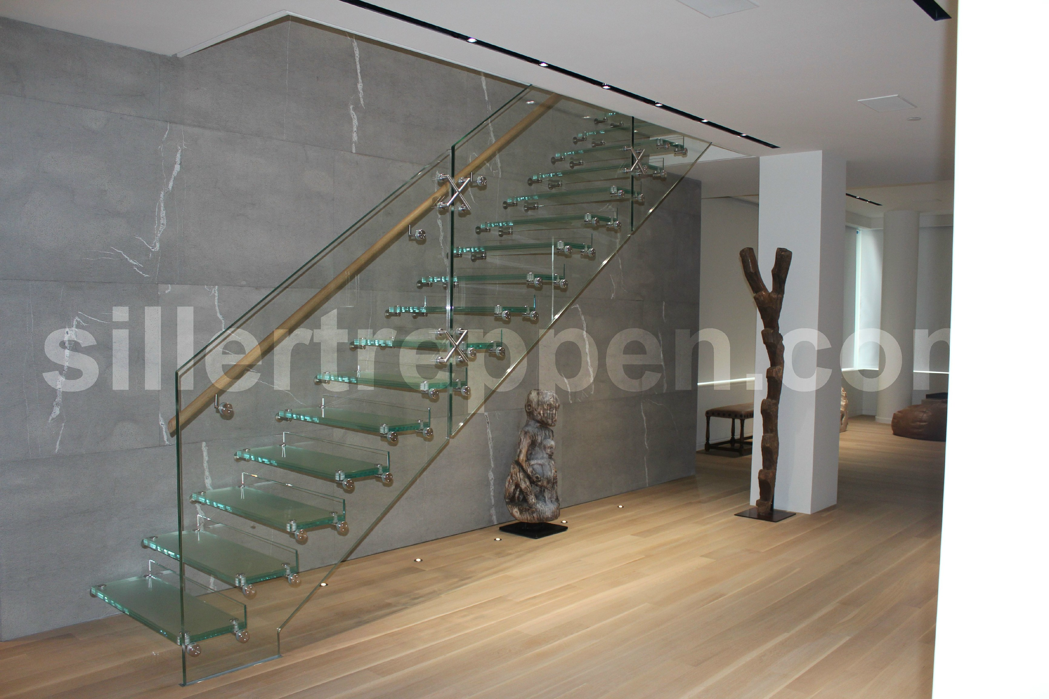 freitragende gerade offene treppe aus glas mistral glass by siller treppen design siller stairs. Black Bedroom Furniture Sets. Home Design Ideas