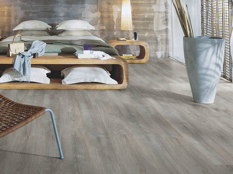 Pavimento in laminato effetto legno rovere grigio for Laminato leroy merlin