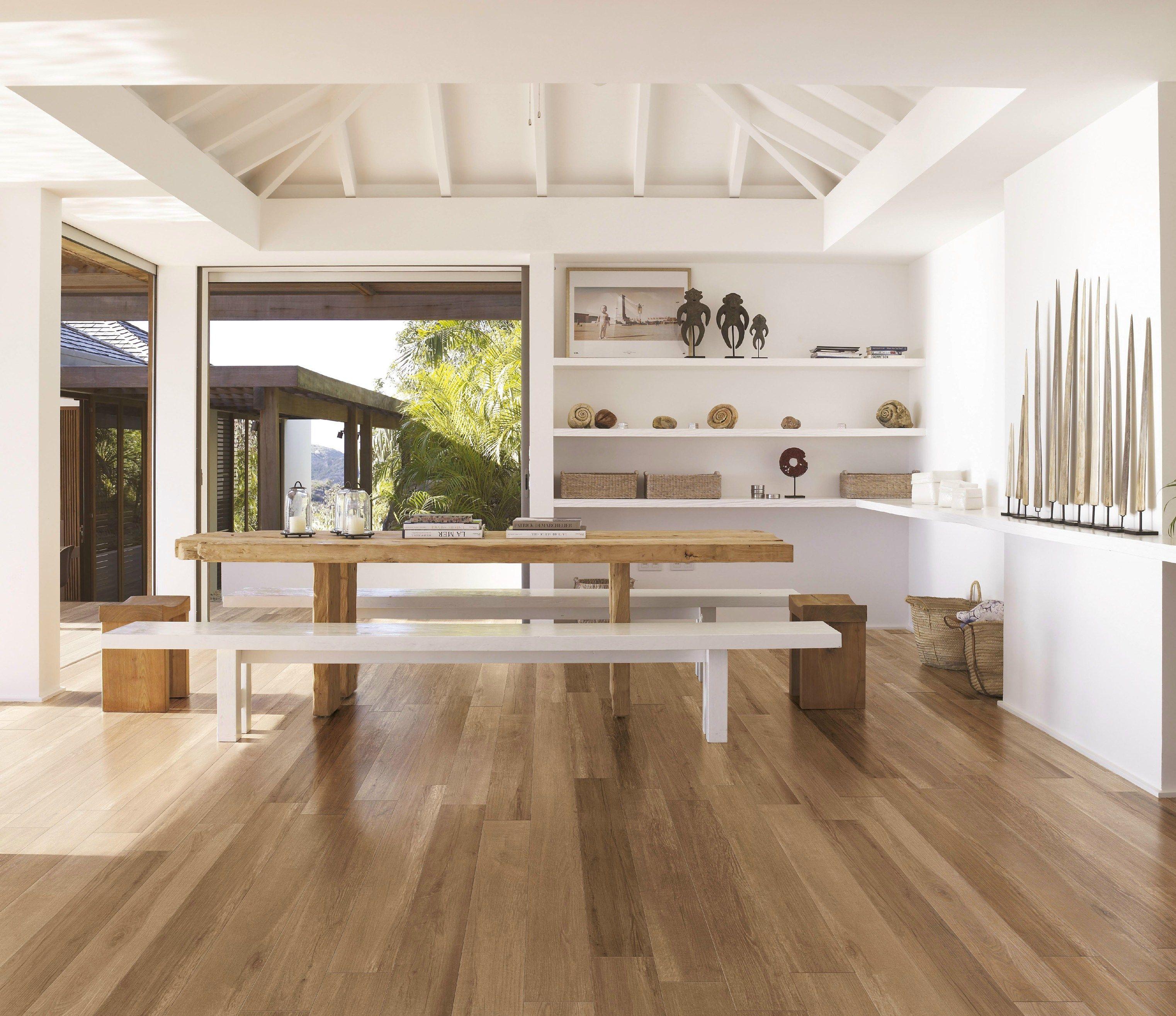 Pavimento in gres porcellanato effetto legno per interni - Salon avec carrelage imitation parquet ...