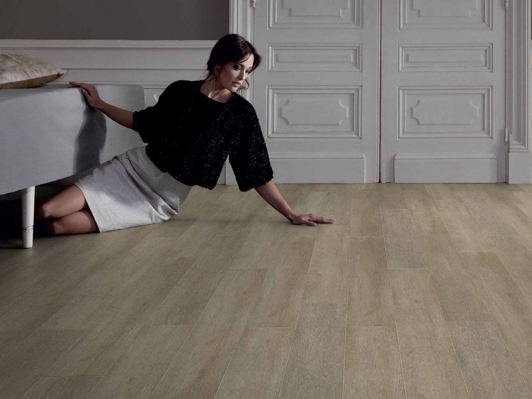 Pavimenti in vinile effetto legno confortevole soggiorno for Pavimento vinile