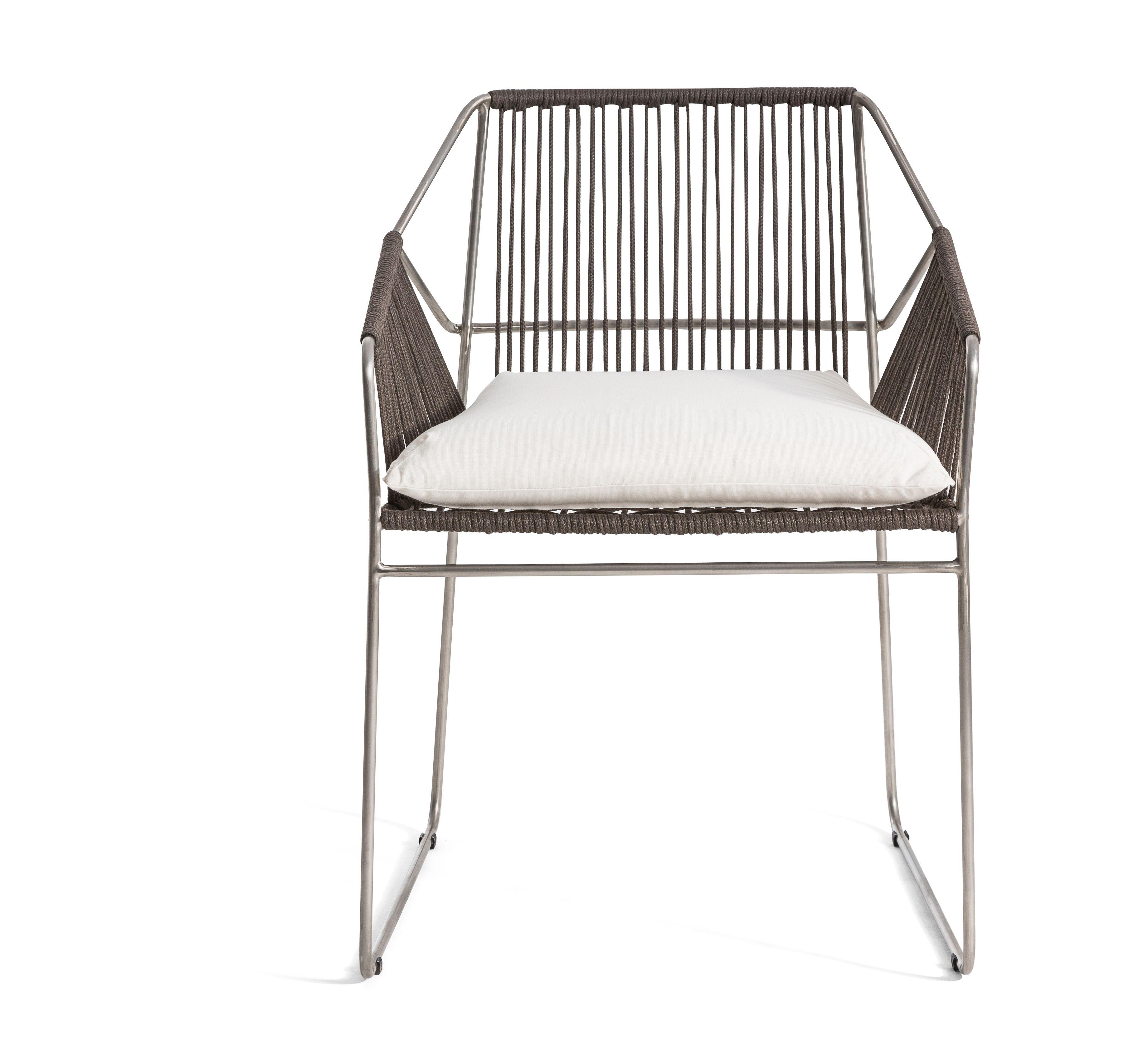 SANDUR Stuhl mit Armlehnen by OASIQ Design Mark Gabbertas