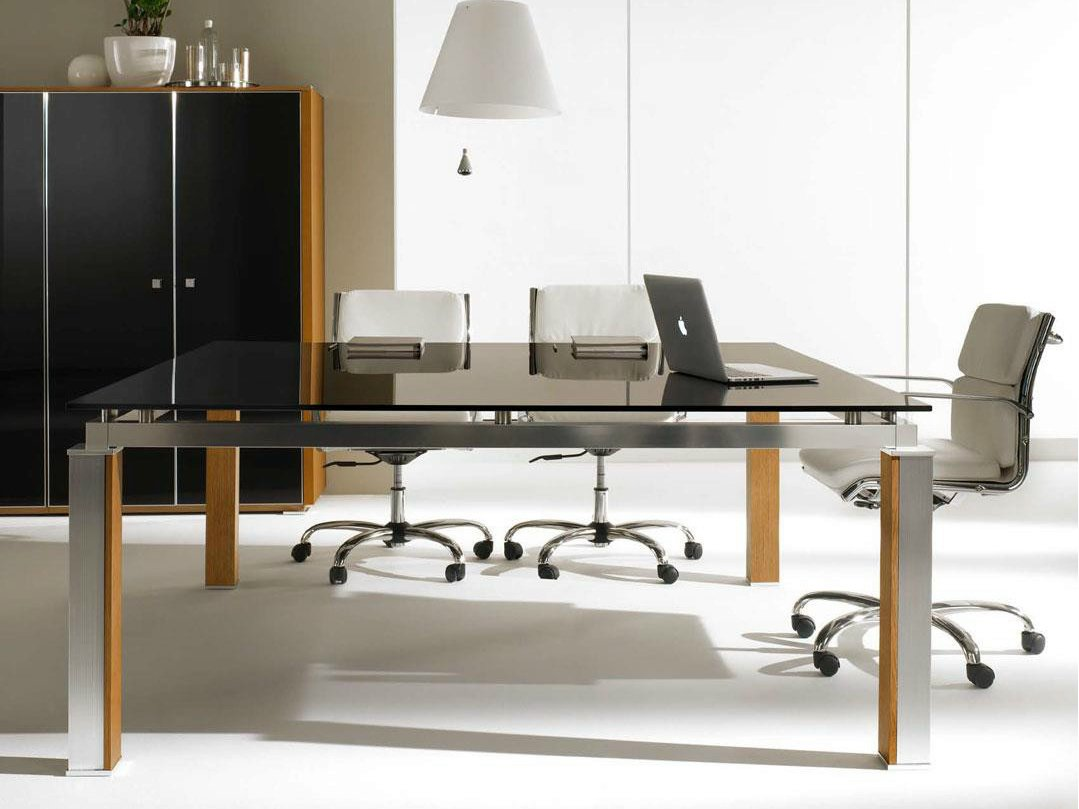 Electa tavolo da riunione in cristallo by ift design for Tavolo ufficio quadrato