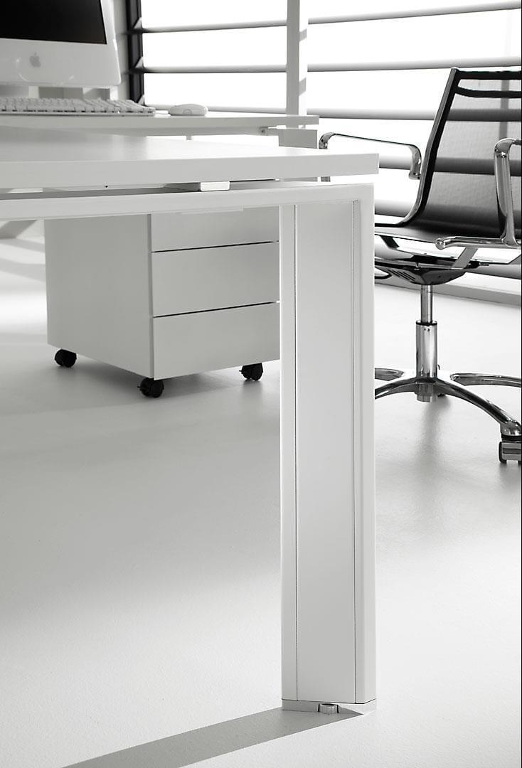 Pratiko bureau laqu by ift design nikolas chachamis for Bureau laque
