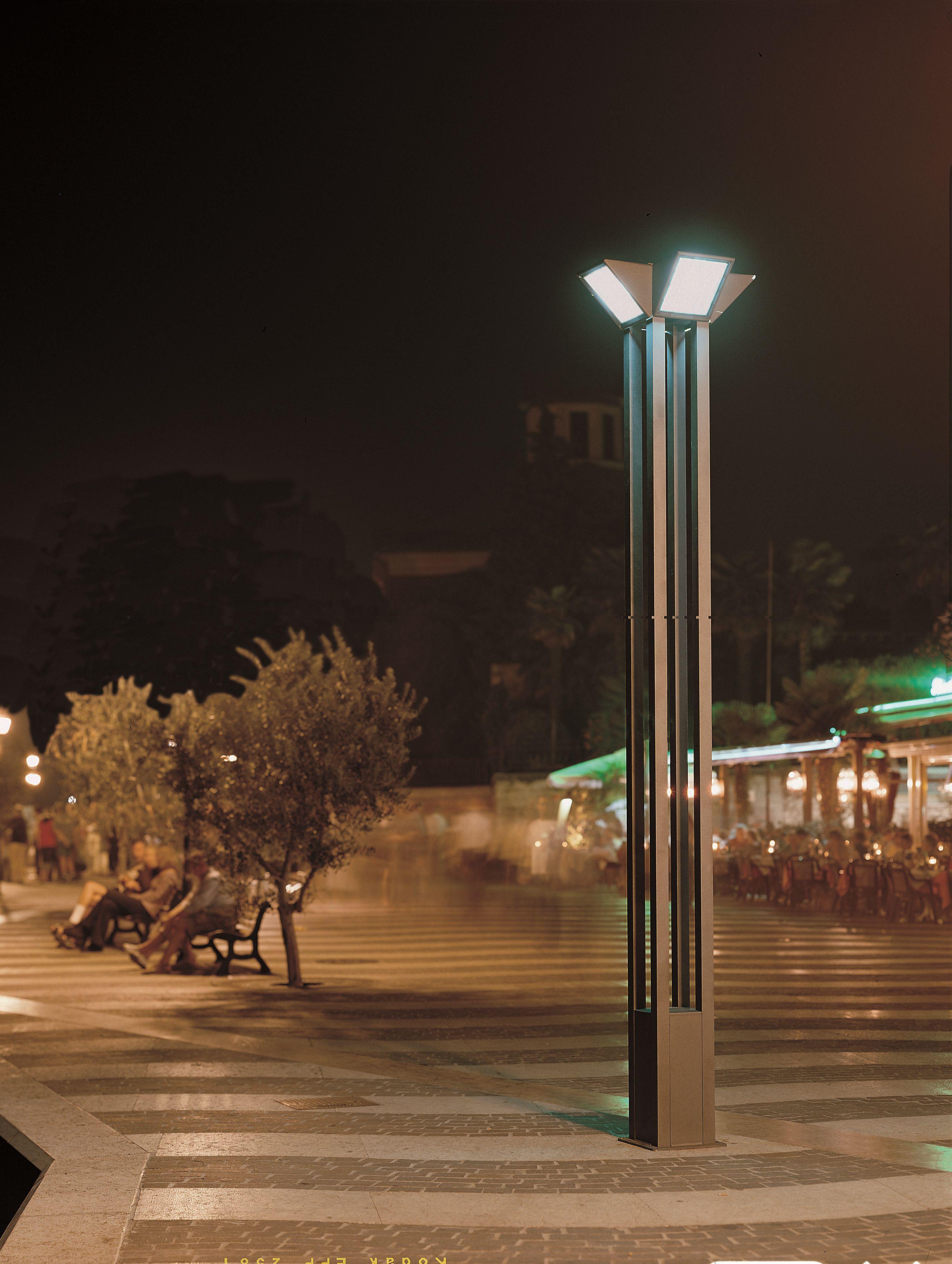 Lampione da giardino in alluminio serie triangolo city by - Illuminazione da giardino prezzi ...