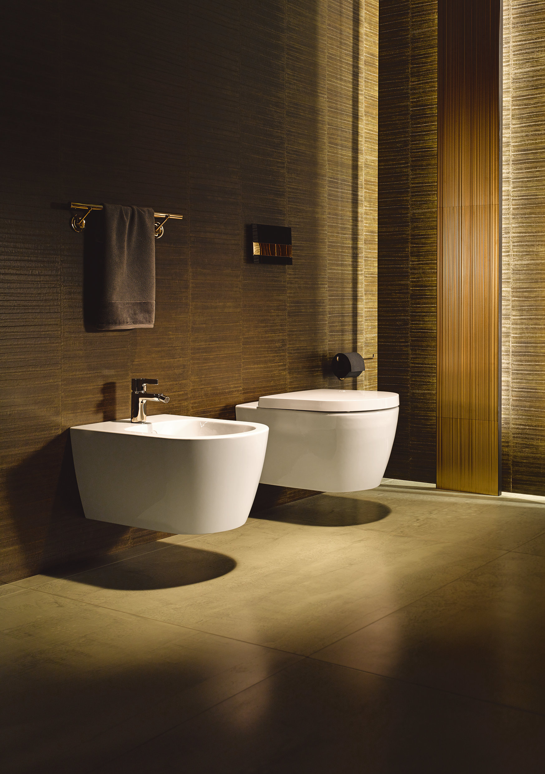 me wall hung bidet by duravit design philippe starck. Black Bedroom Furniture Sets. Home Design Ideas