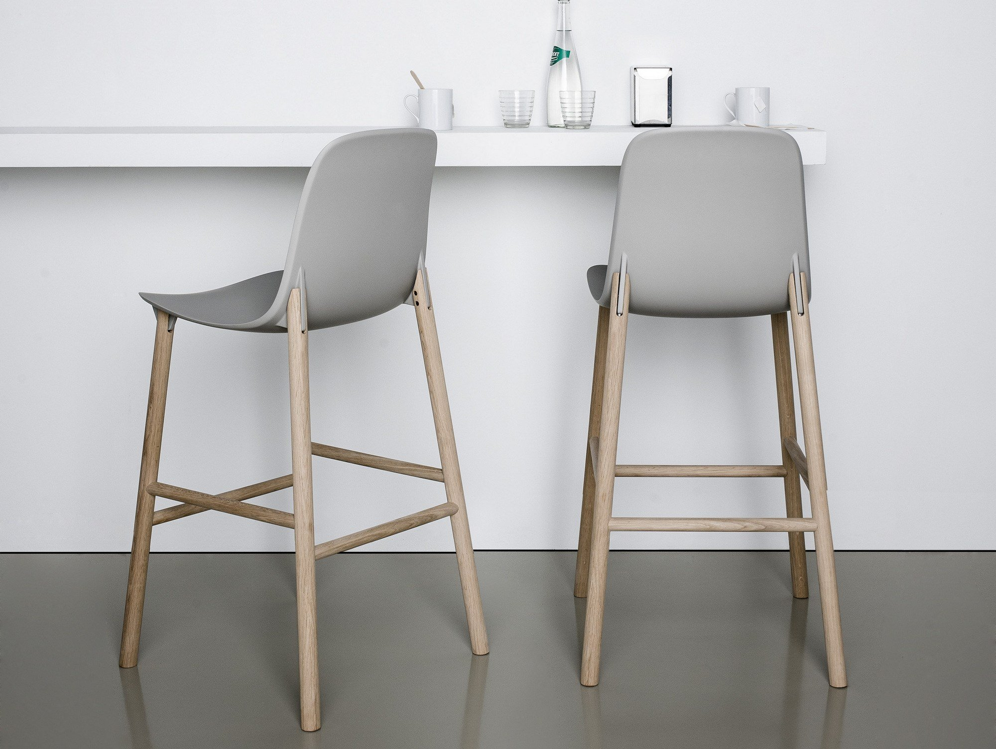 Sharky counter stool by kristalia design eva paster for Sillas altas para barra