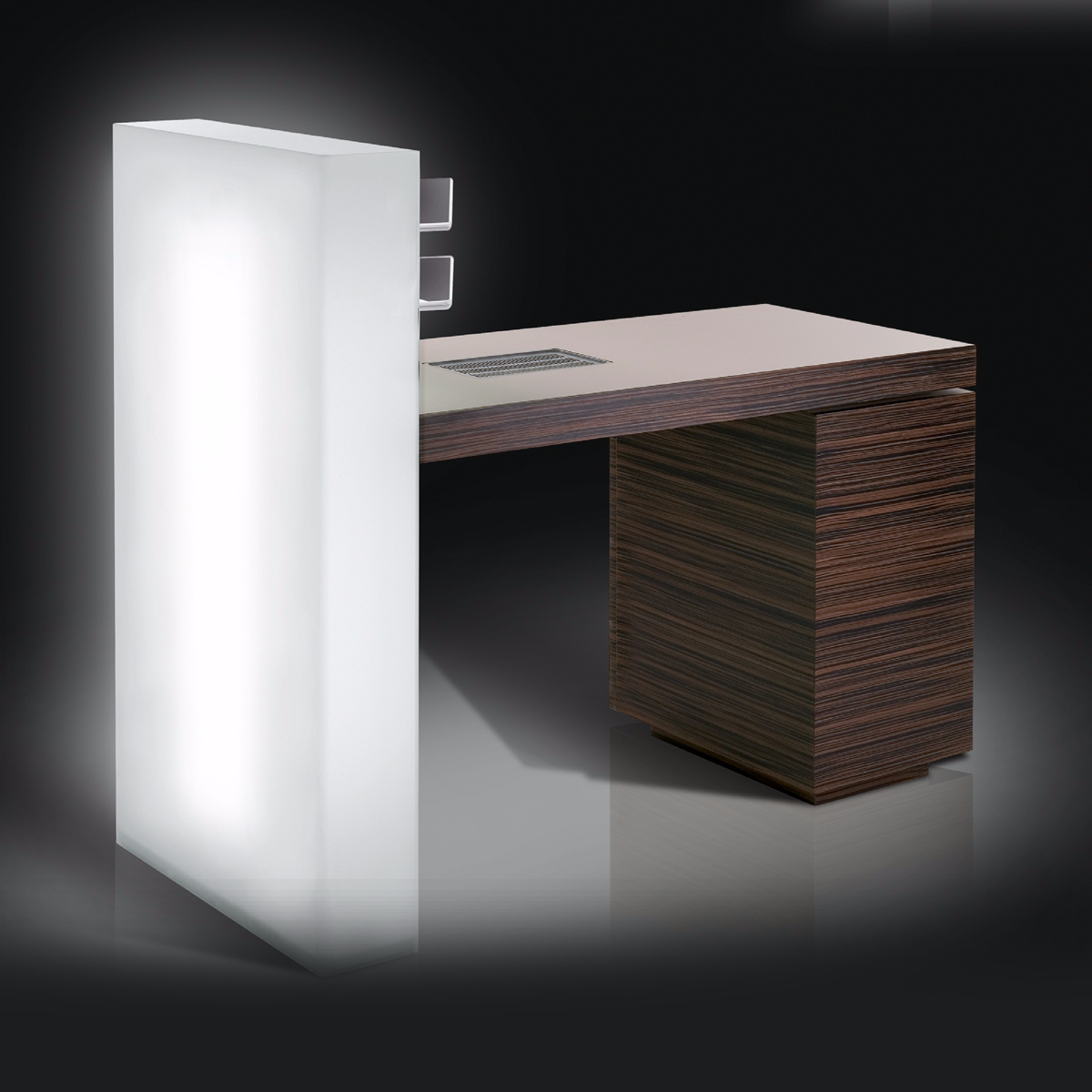tavolo manicure gloss by gamma bross design anton kobrinetz. Black Bedroom Furniture Sets. Home Design Ideas
