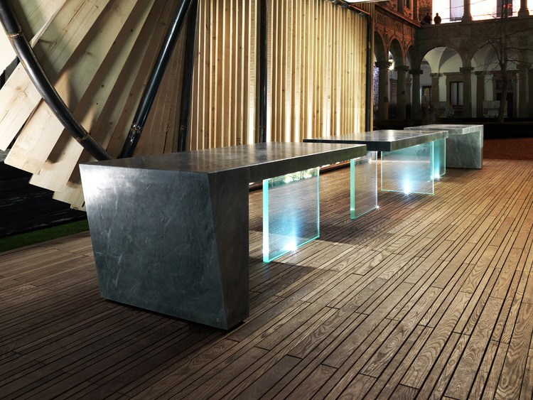 Tavolo rettangolare in marmo e vetro sensai by franchi for Tavolo marmo design