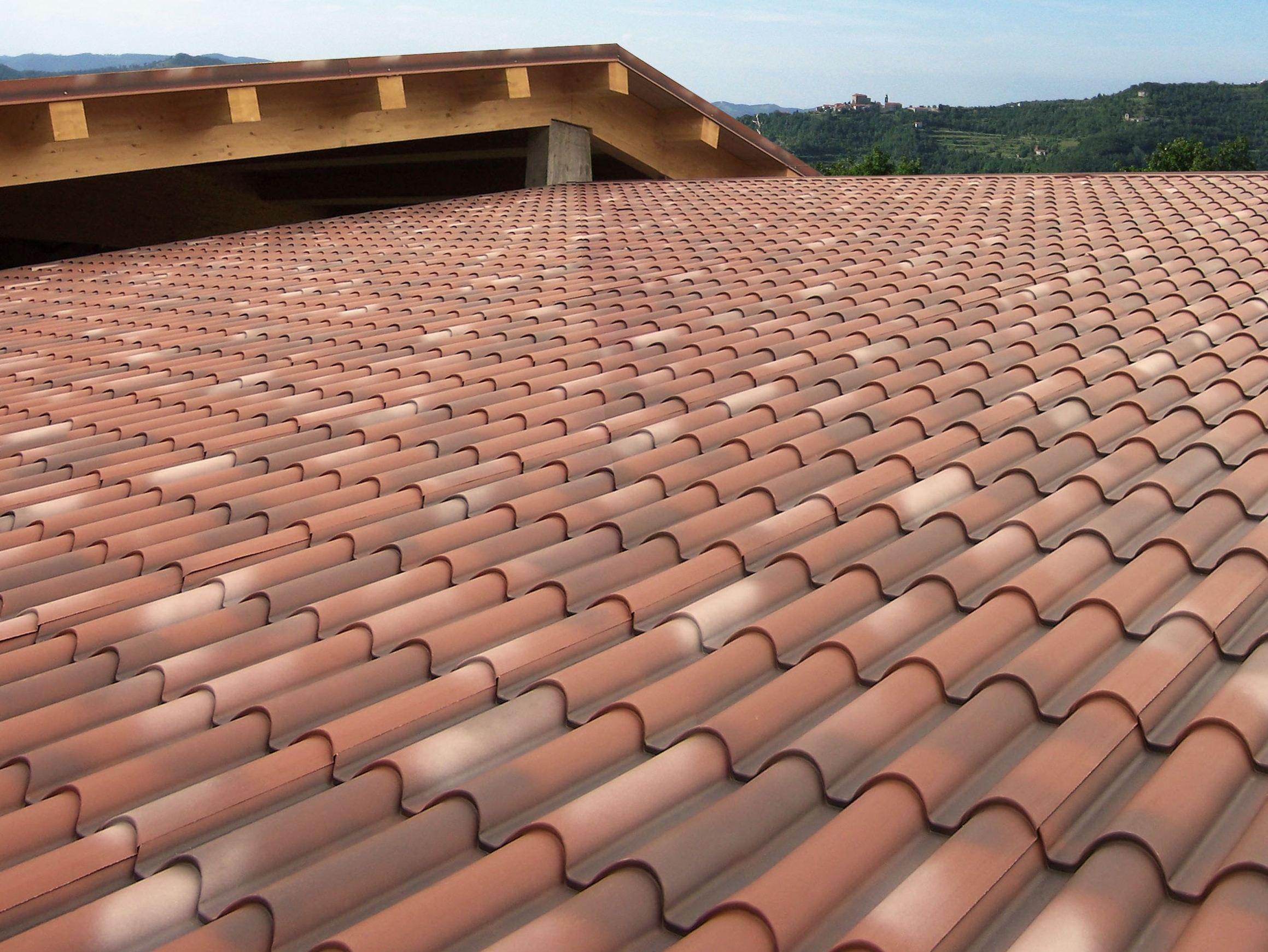 Pannello metallico coibentato per copertura supercoppo for Onduline per tettoie
