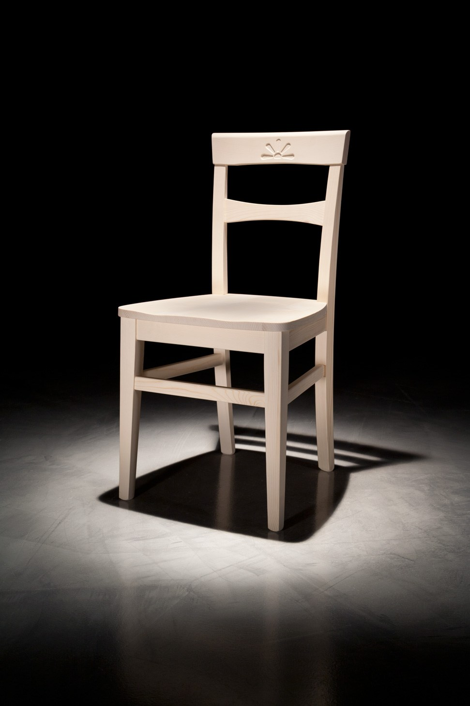 Sedia in legno fiore by callesella arredamenti s r l for Arredamenti legno