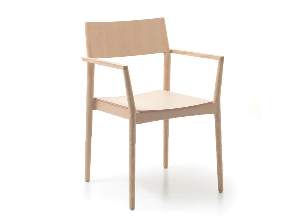 Sedia in legno con braccioli elsa t by piaval design david for Sedia design svedese