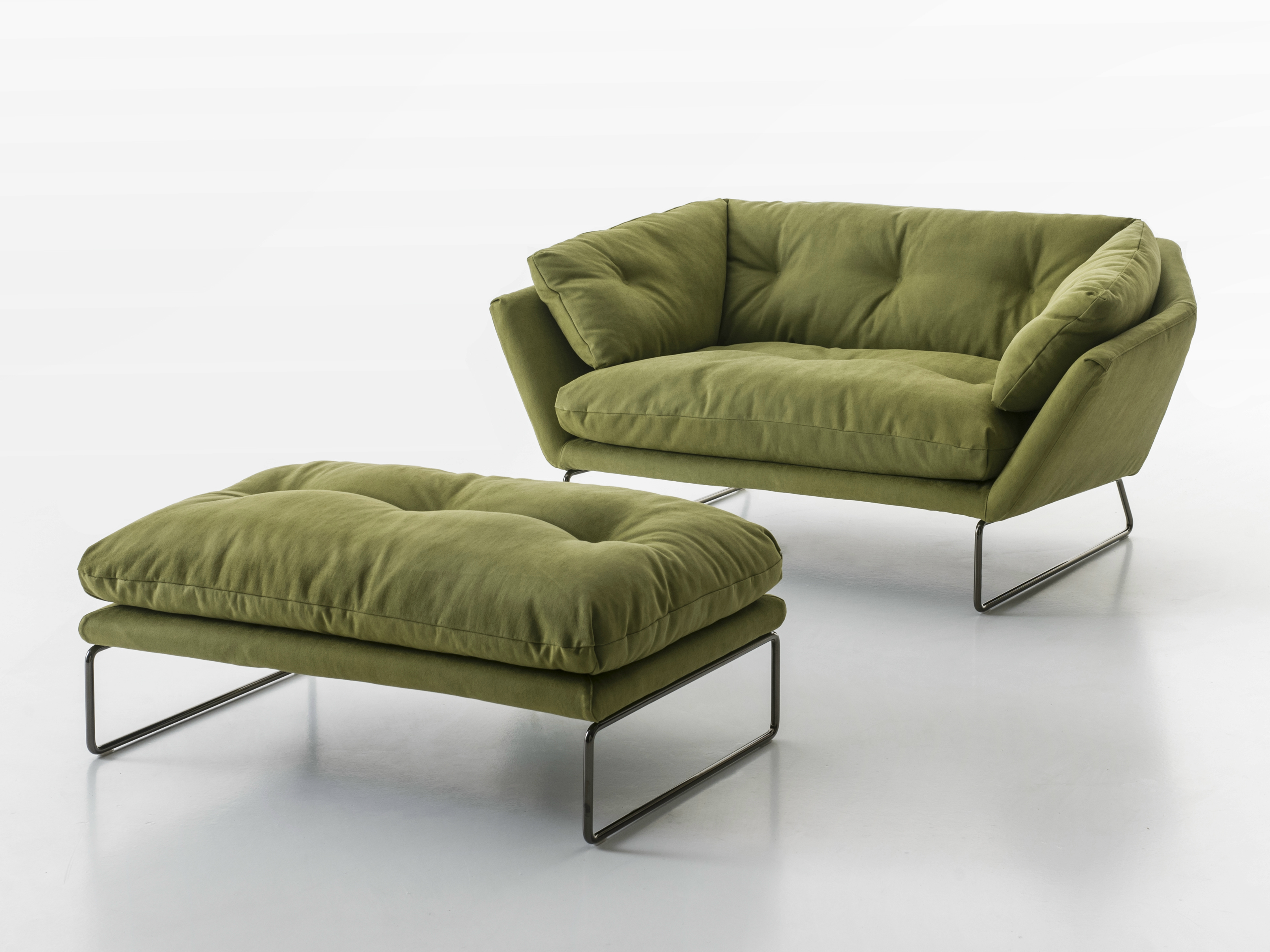 New york suite pouf by saba italia design sergio bicego for Sofas in nyc