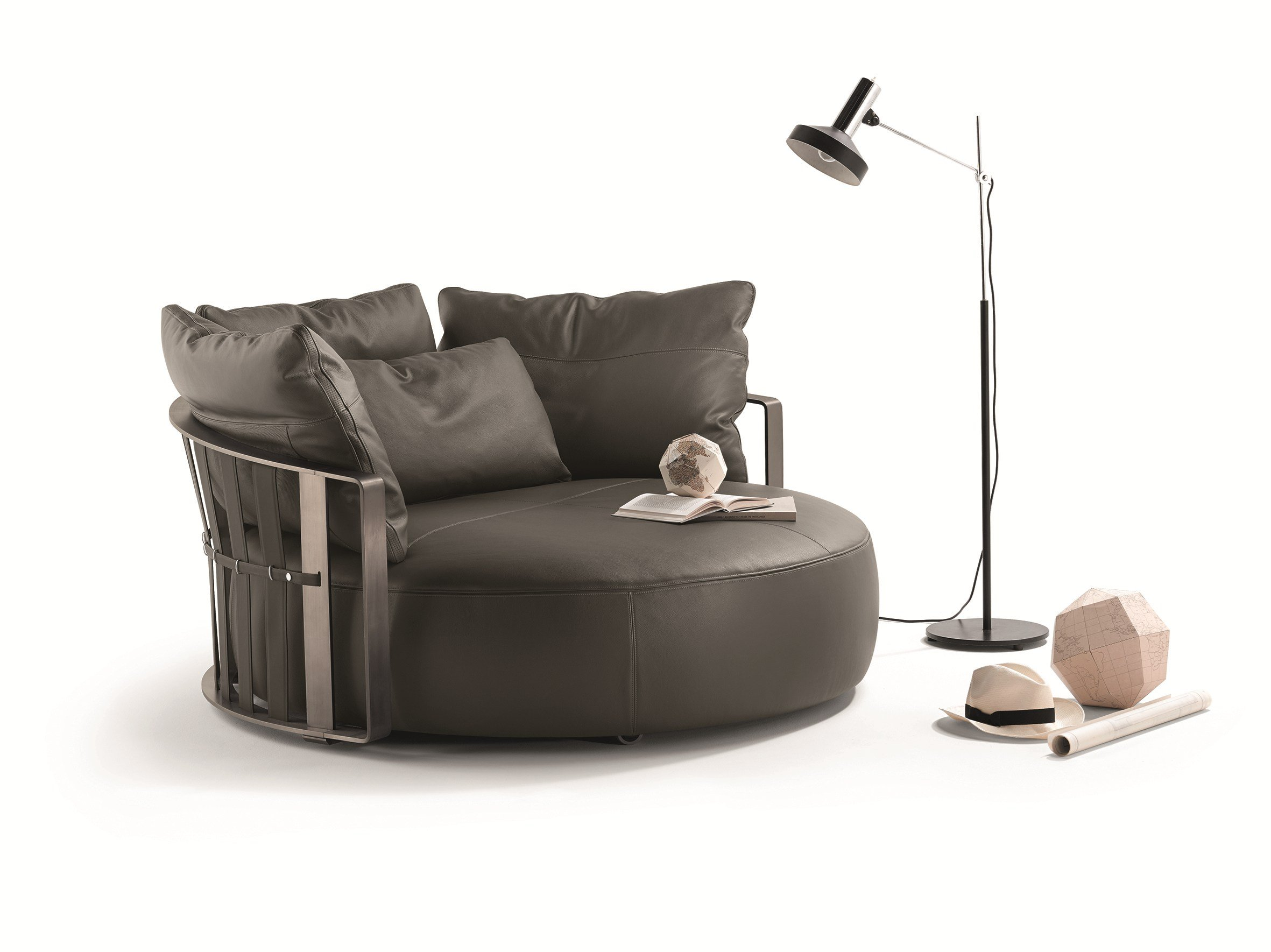 round sofa scarlett by poltrona frau design jean marie massaud. Black Bedroom Furniture Sets. Home Design Ideas