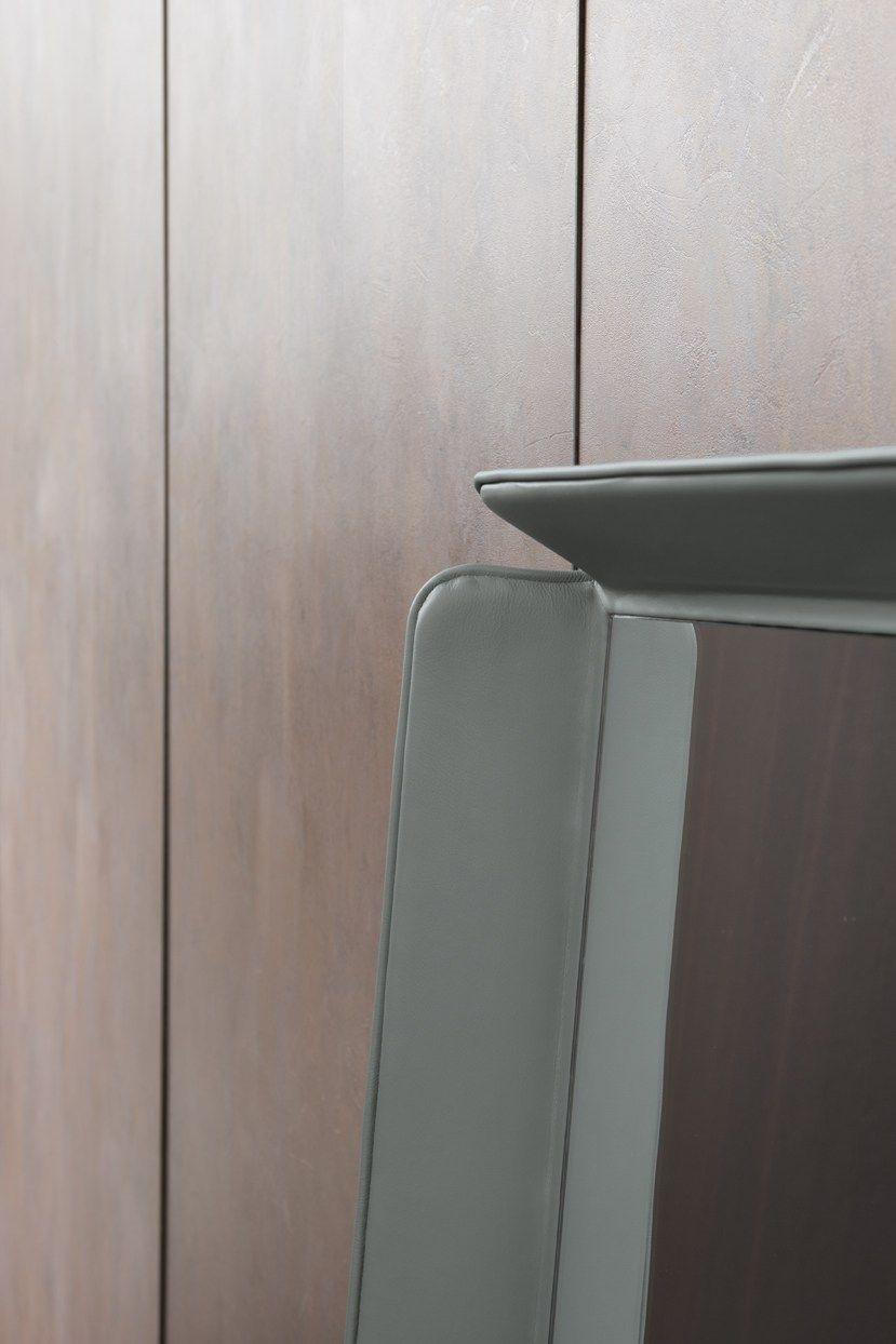 Gentleman specchio by flou design carlo colombo for Specchio da terra kasanova