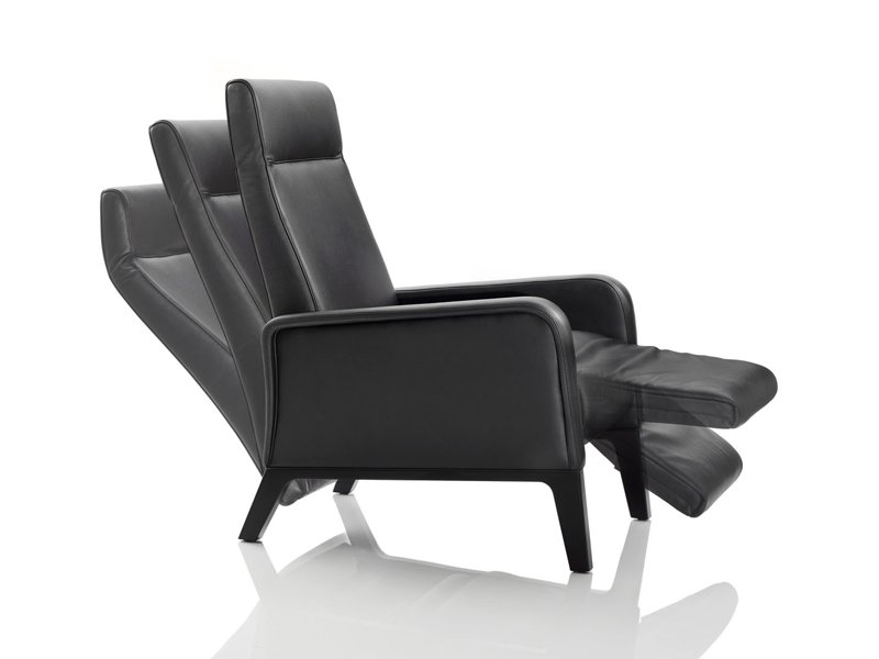 fauteuil inclinable stuart by wittmann design soda des gners. Black Bedroom Furniture Sets. Home Design Ideas