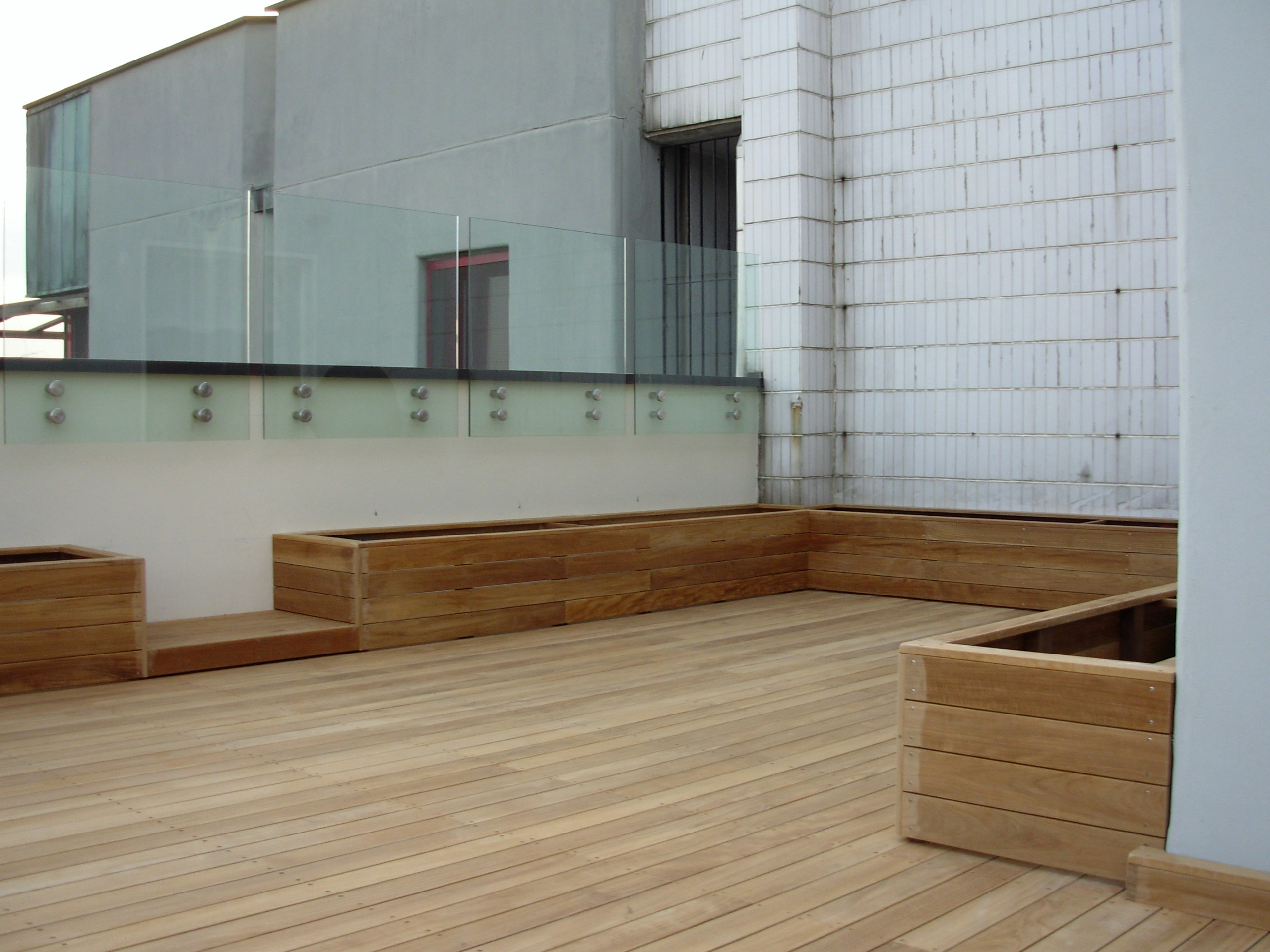 Listoni in legno per pavimenti e rivestimenti teak by for Pavimenti terrazzi