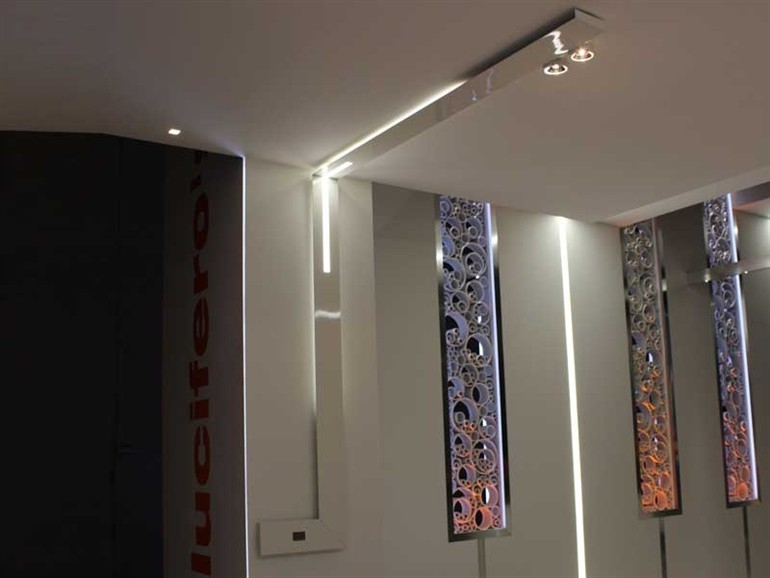 Segment lampada da soffitto modulare by lucifero 39 s design for Illuminazione a binario a led