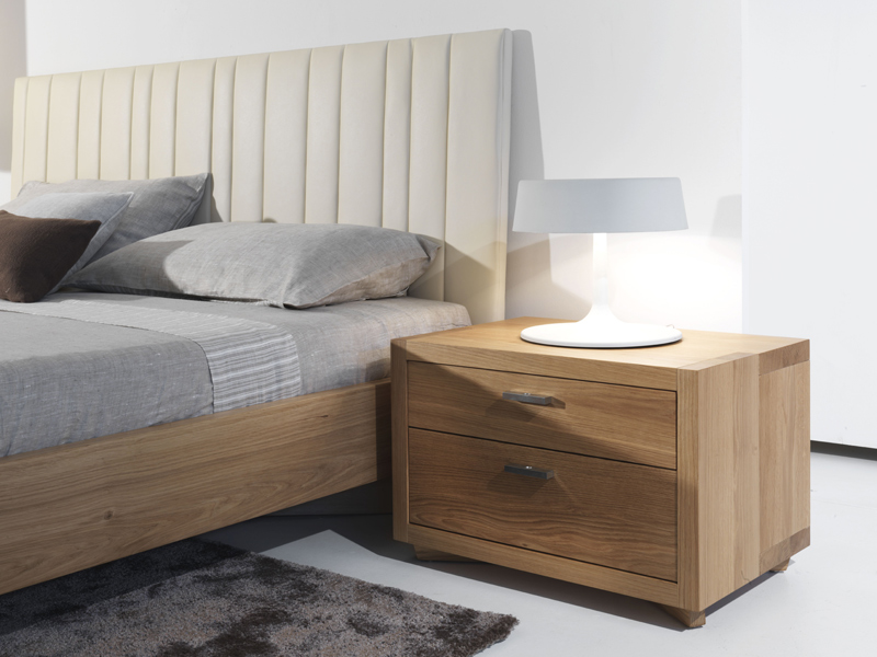Wooden double bed vezio by riva 1920 design maurizio riva for Lit table de nuit integree
