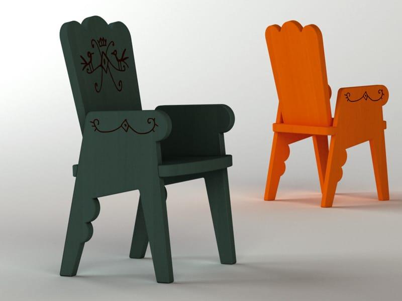 chaise en h tre avec accoudoirs pour enfants reiet by magis design javier mariscal. Black Bedroom Furniture Sets. Home Design Ideas