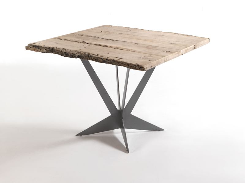 Tavolo quadrato in legno tavolo by riva 1920 design for Tavolo quadrato
