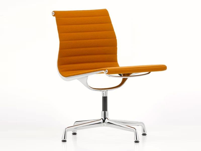 Gepolsterter stuhl aus aluminium ea 105 by vitra design for Stuhl designgeschichte