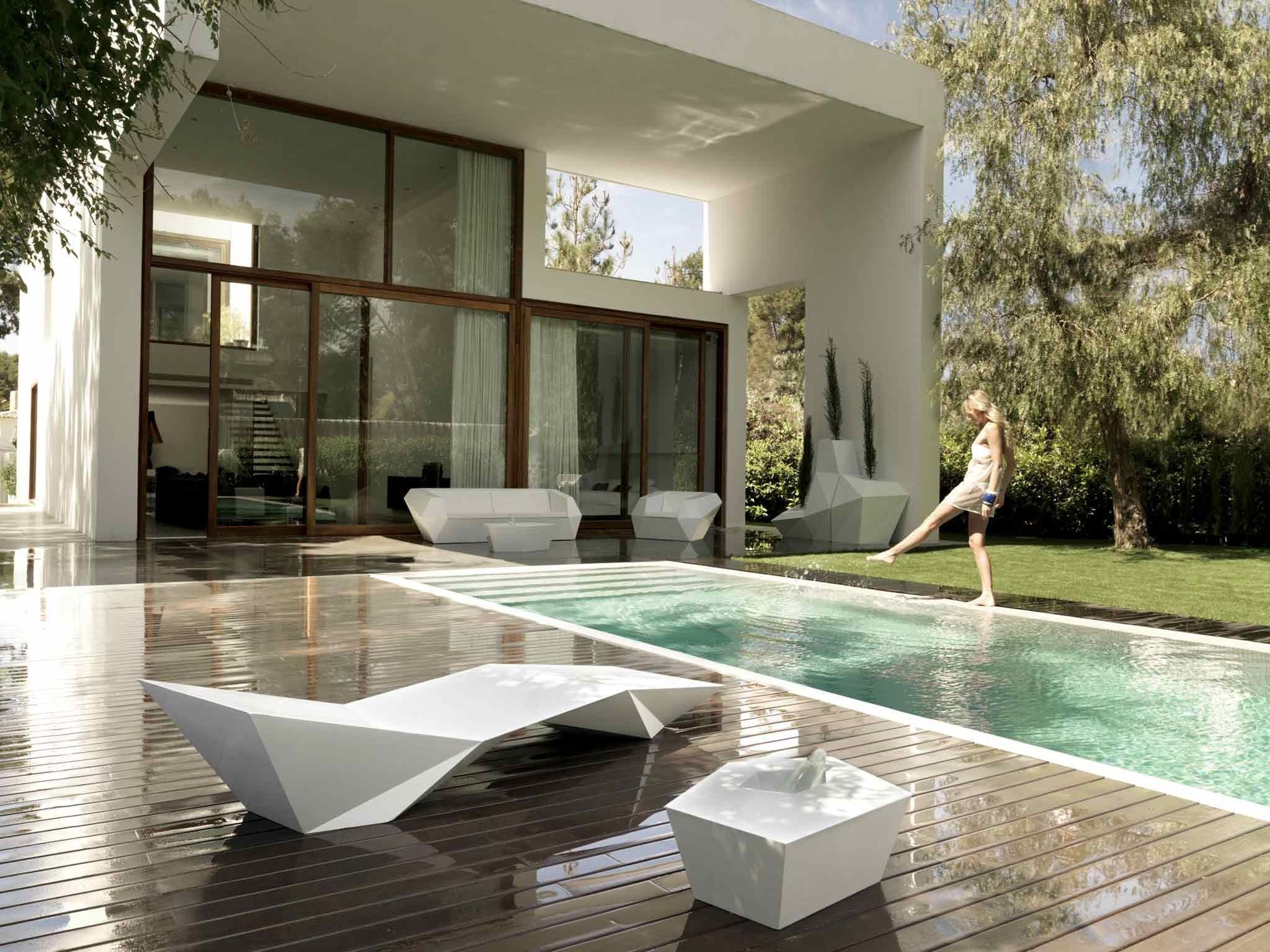 faz garden pouf by vondom design ram n esteve. Black Bedroom Furniture Sets. Home Design Ideas