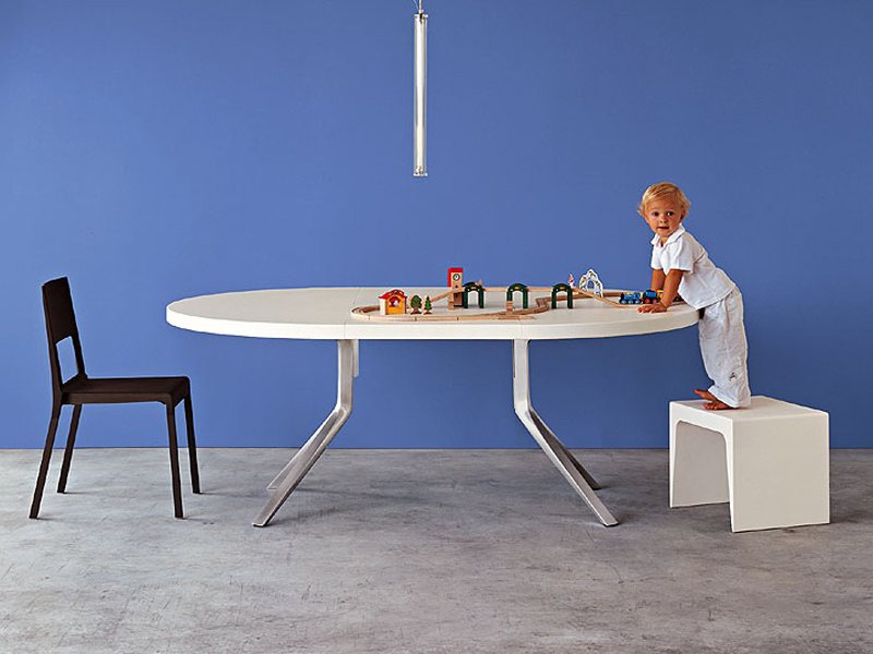 Table extensible oops by kristalia design monica graffeo for Table kristalia