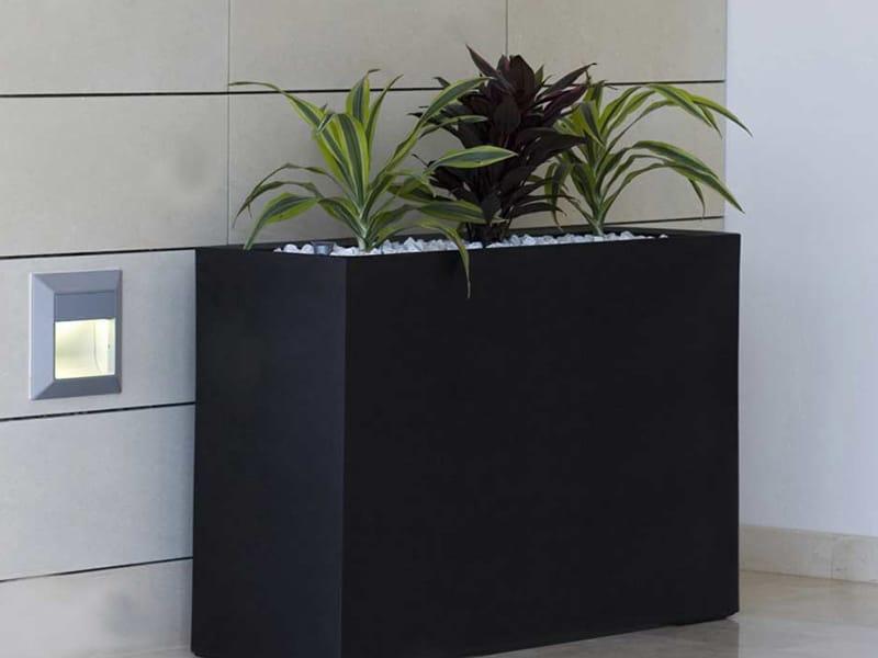 Pot de fleurs lumineux en poly thyl ne wall by vondom for Bac design interieur