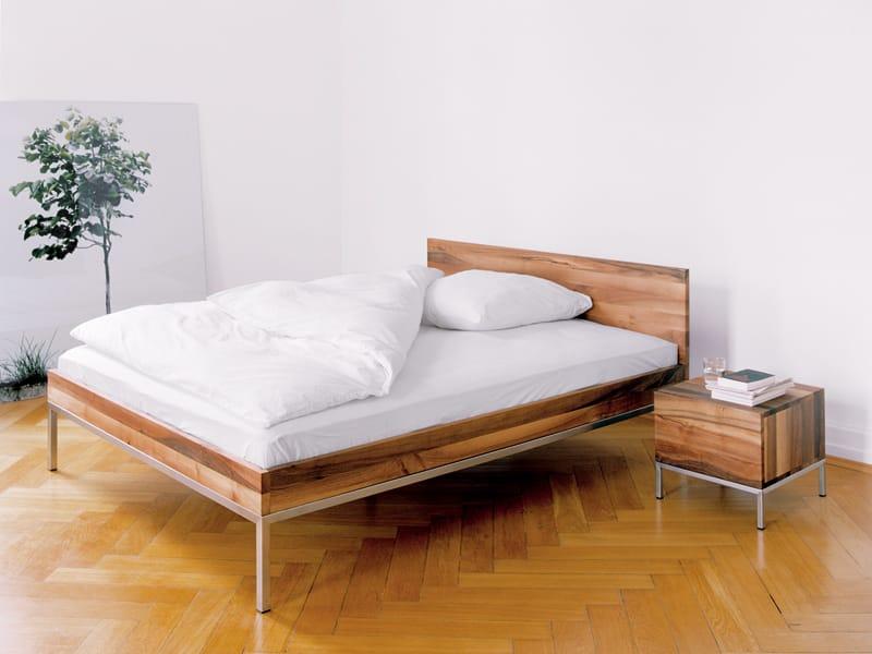 Letto matrimoniale in legno massello lita by e15 design - Letto matrimoniale legno massello ...