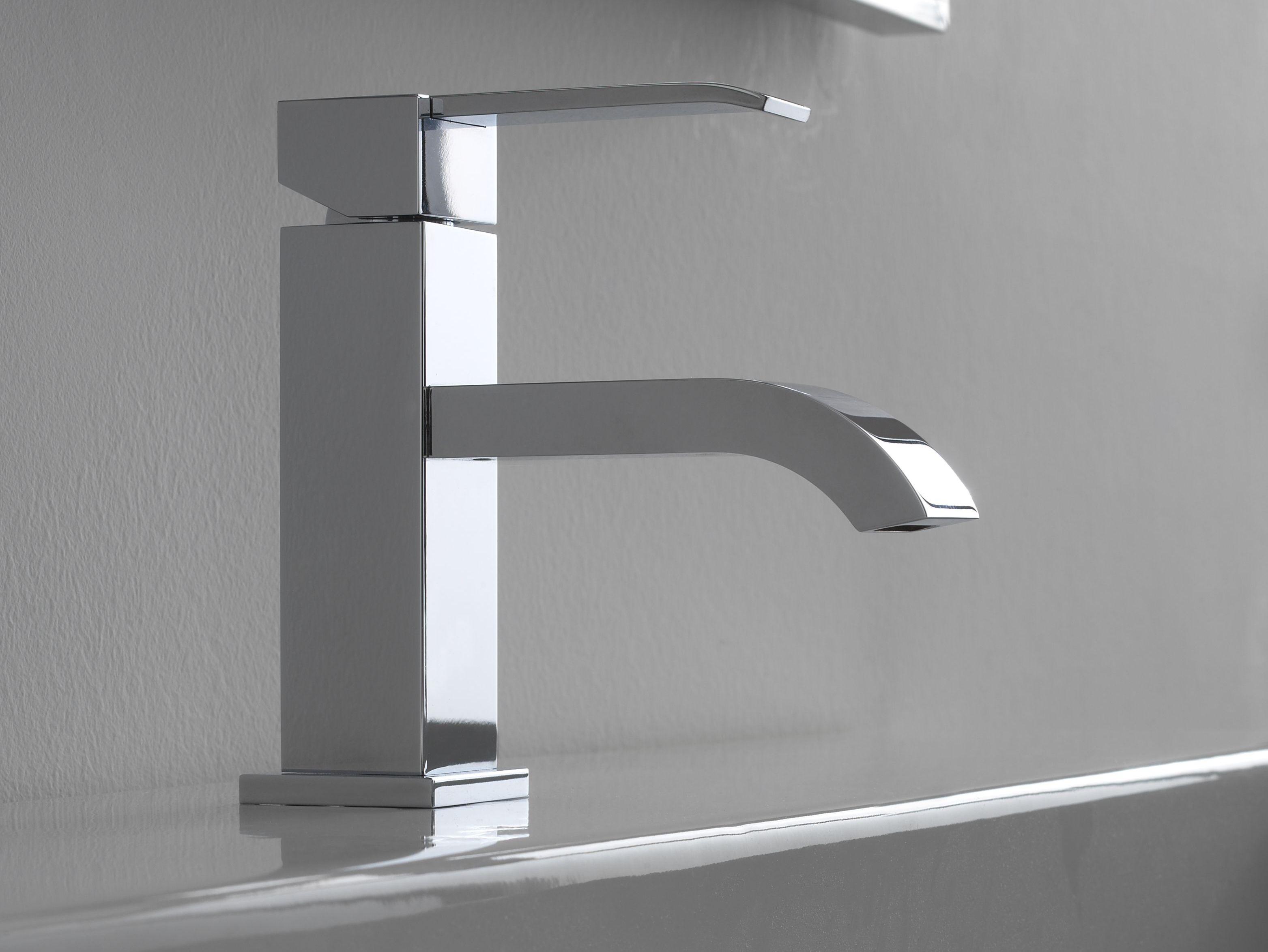 Changer robinet lavabo salle de bain for Changer robinet salle de bain