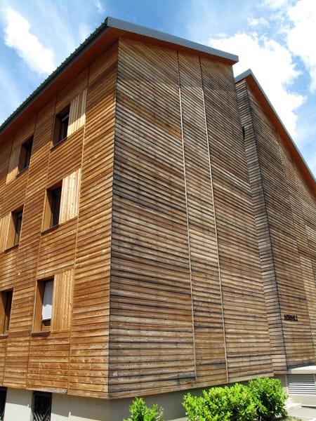 Panneau de bois pour fa ade funlam by simonin for Bardage en bois pour facade