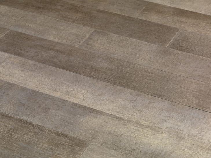 Pavimento/rivestimento antibatterico in gres porcellanato effetto legno ACTIV...